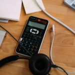 calculatrice sur une table